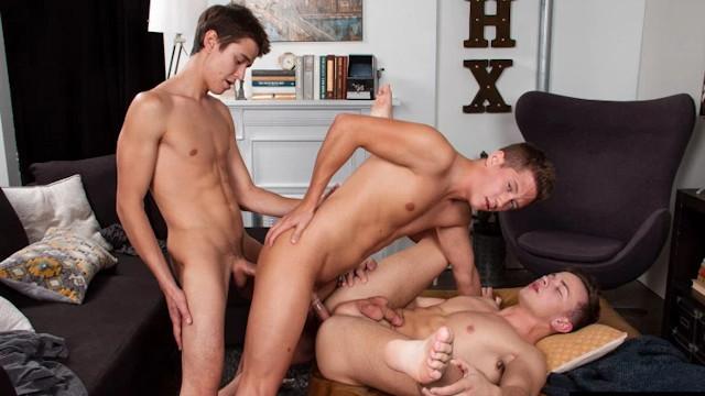 Evan Parker, Tyler Hill e Logan Cross]