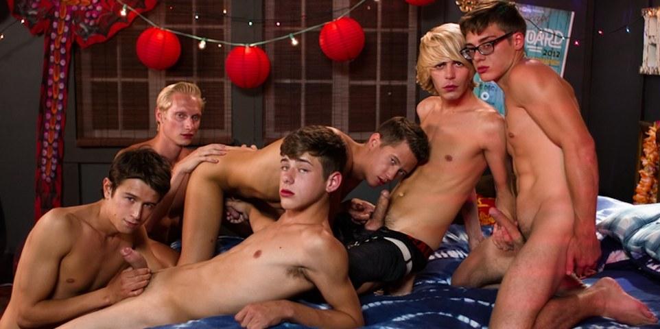 Sexo grupal com 6 garotos safados e loucos por sexo!]